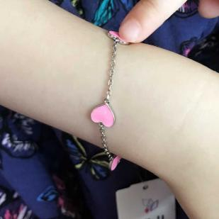 Браслетик для девочек с розовыми сердечками фото