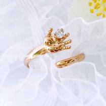 Золотое кольцо с детской ладошкой