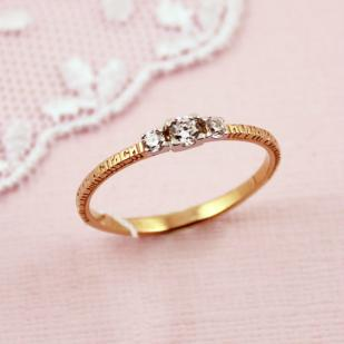 Золотое кольцо Спаси и Сохрани с тремя фианитами 61520