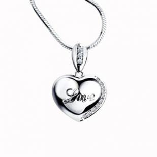 """Серебряная подвеска-сердечко с фианитами """"Love"""" фото"""