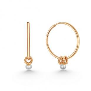 Золотые серьги кольца с шармами и жемчугом фото